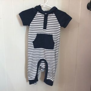 Romper baby with hood
